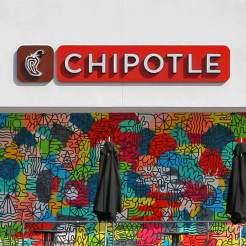 Chipotle creates unified view of operations across 2,400 restaurants, saving 10,000 hours per month 的圖片